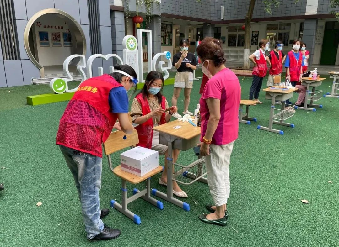 南京市后标营小学教师志愿者奋战全民抗疫第一线